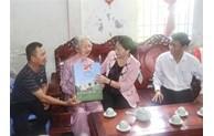 越南国会主席阮氏金银莅临朔庄省调研