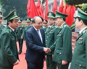 政府总理阮春福与边防部队司令部座谈