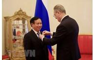 """越南驻俄罗斯大使吴德孟荣获俄罗斯""""友谊""""勋章"""