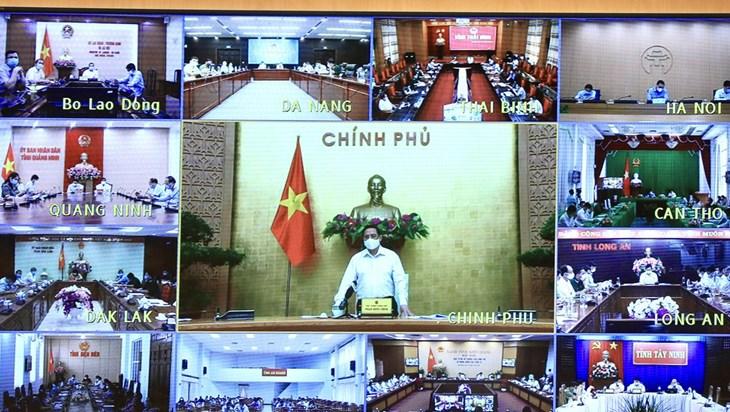 政府总理范明正:目前最重要的目标是确保社会安全和守护好群众的健康