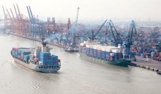 图表新闻:2021年4月越南贸易顺差额达12.9亿美元