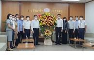 越共中央宣教部部长阮仲义造访若干大型媒体机关并致以节日祝福