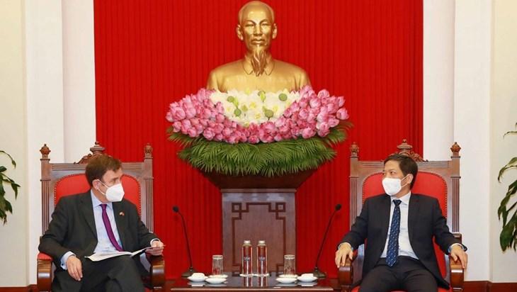 越共中央经济部长会见英国国际贸易部贸易政策国务大臣