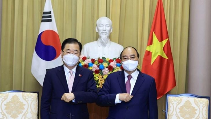 越南国家主席阮春福会见韩国外长郑义溶
