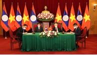 越老领导人出席双方合作文件签字仪式