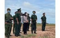 越南国家副主席武氏映春走访安江省边界线防疫一线工作人员