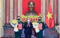 越南国家主席阮春福向国防部领导授予大将和上将军衔
