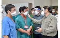 政府总理范明正视察平阳省防疫工作