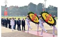 越南国庆76周年:党和国家领导入陵瞻仰胡志明主席遗容