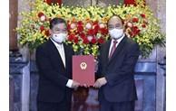 国家主席颁发越南驻柬埔寨大使任命书