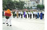胡志明市领导代表团上香缅怀胡志明主席
