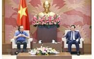 越南国会主席王廷惠会见NG Biotech公司技术经理米洛万·斯坦科夫