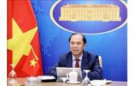 越南外交部副部长阮国勇与加拿大总理助理大卫•莫里森通电话