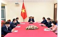 越南政府总理范明正与美国总统气候特使克里通电话