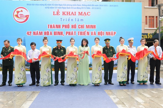 """Triển lãm ảnh """"Thành phố Hồ Chí Minh 42 năm hòa bình, phát triển và hội nhập"""""""