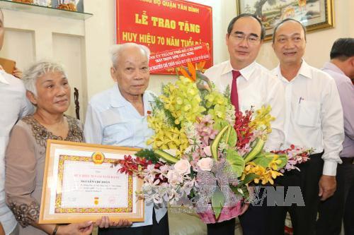 Trao Huy hiệu Đảng cho 3.074 đảng viên tròn tuổi Đảng đợt 2/9
