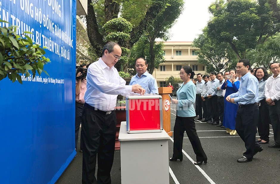 Thành ủy TP.Hồ Chí Minh quyên góp hỗ trợ đồng bào bị thiên tai, bão lũ