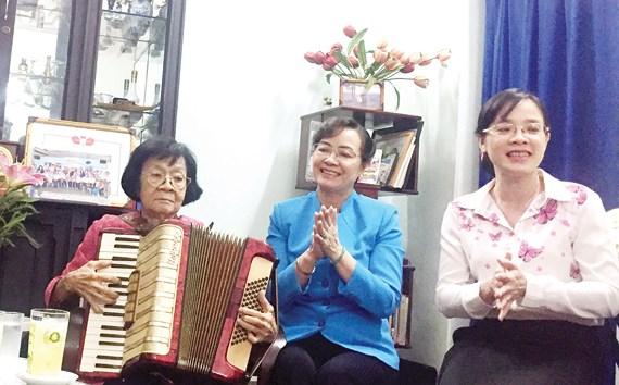 Lãnh đạo TP. Hồ Chí Minh thăm gia đình liệt sĩ, cán bộ cách mạng lão thành