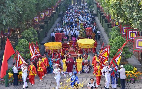 TPHCM dâng cúng bánh Tét Quốc tổ Hùng Vương