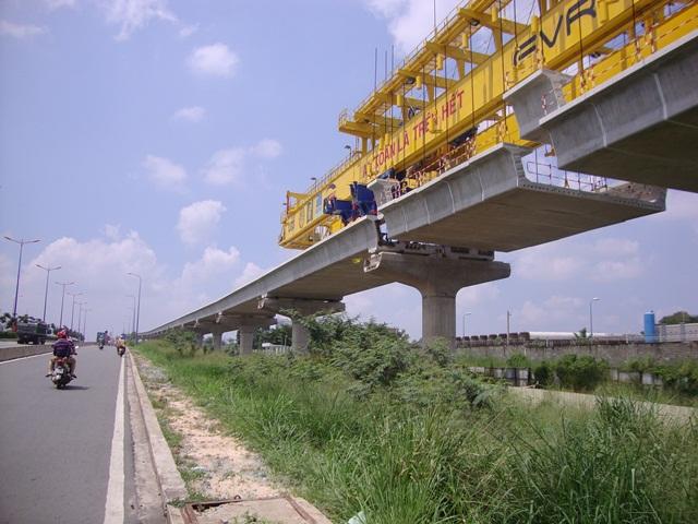 Tuyến metro Bến Thành - Suối Tiên: Đã lắp được hơn 2,4km đường ray