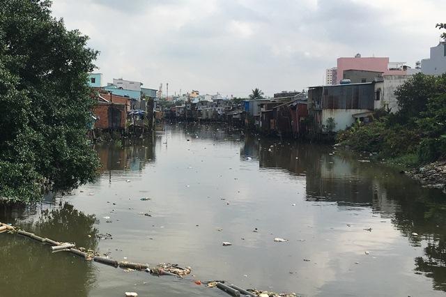 Cần di dời hơn 20.000 người dân đang sống trên và ven kênh, rạch
