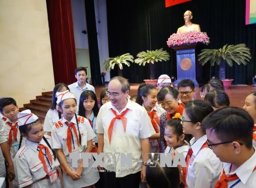 Lãnh đạo Thành phố Hồ Chí Minh gặp gỡ thiếu nhi nhân dịp đầu xuân