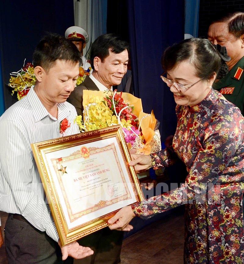 Truy tặng danh hiệu vinh dự Nhà nước cho 22 Bà mẹ Việt Nam Anh hùng