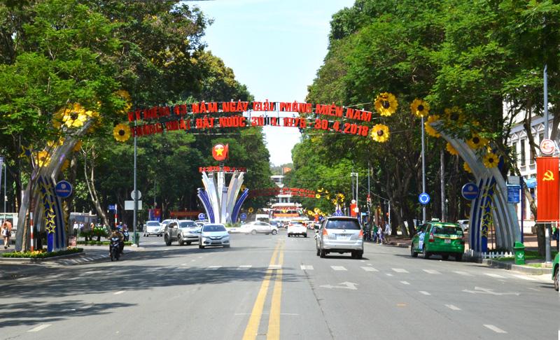 TP Hồ Chí Minh rợp cờ hoa mừng Ngày thống nhất đất nước