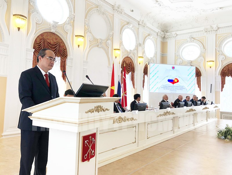 Đoàn đại biểu TPHCM dự Lễ kỷ niệm 95 năm Ngày Bác Hồ lần đầu tiên đến Petrograd