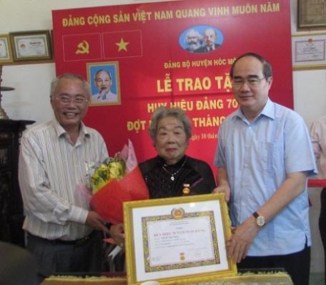 Trao Huy hiệu Đảng đợt 19/5/2018 cho 2.541 đảng viên