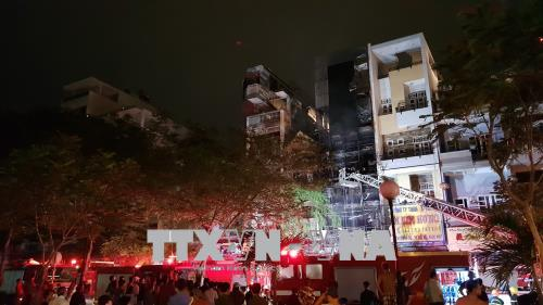 Dập tắt đám cháy trên đường Hải Thượng Lãn Ông