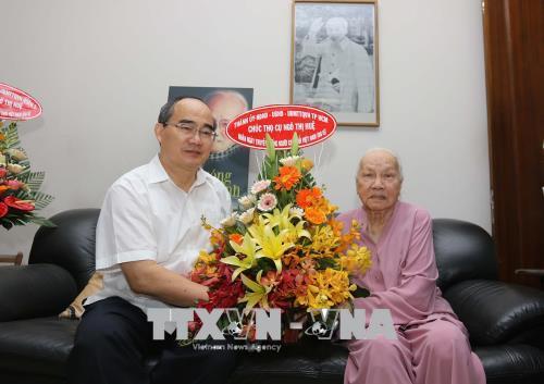 Bí thư Thành ủy Thành phố Hồ Chí Minh Nguyễn Thiện Nhân thăm, tặng quà người cao tuổi