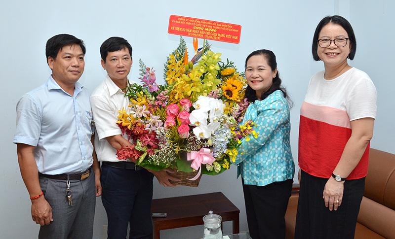 Lãnh đạo TP. Hồ Chí Minh thăm, chúc mừng Văn phòng Thường trú Báo điện tử Đảng Cộng sản Việt Nam