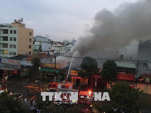 Kịp thời dập tắt đám cháy tại xưởng vải