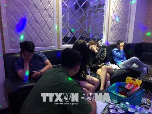 Kiểm tra đột xuất quán karaoke, phát hiện nhiều người sử dụng ma tuý