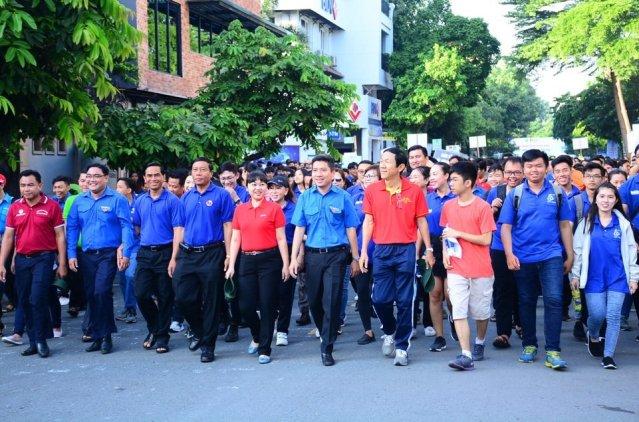 """Hơn 3.000 người tham gia đi bộ """"Tiếp sức đến trường"""""""
