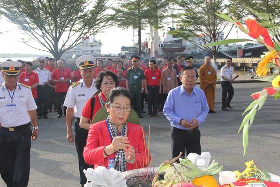 Đoàn đại biểu TP Hồ Chí Minh thăm cán bộ, chiến sĩ và nhân dân trên các đảo vùng biển Tây Nam