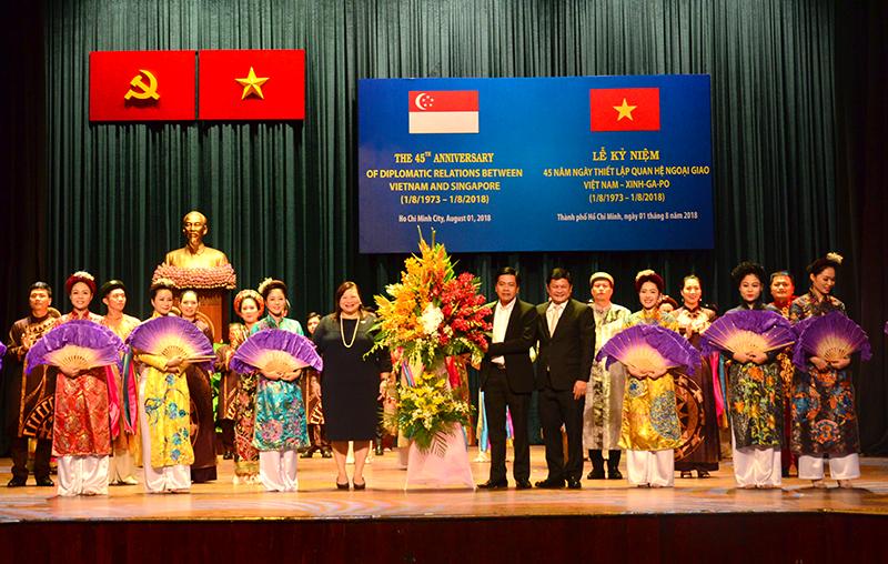 Thành phố Hồ Chí Minh tự hào đóng góp vào mối quan hệ tốt đẹp Việt Nam - Singapore