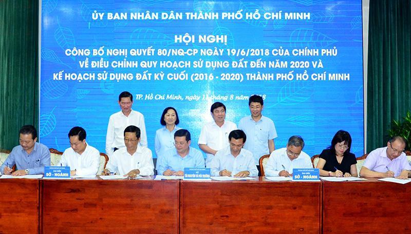 Công bố điều chỉnh quy hoạch và kế hoạch sử dụng đất đến năm 2020
