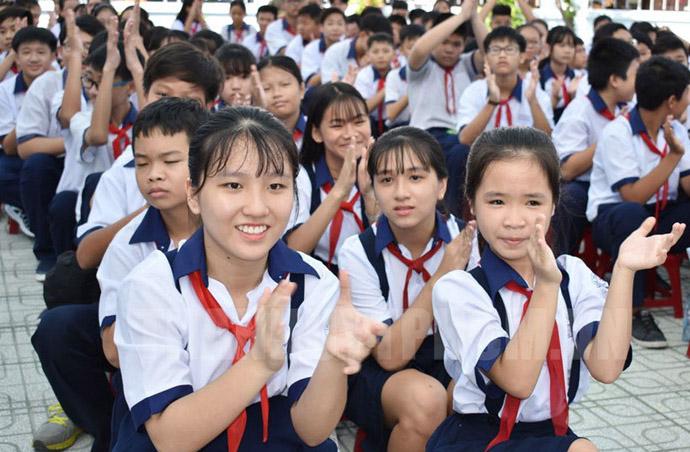 Thống nhất đề xuất miễn học phí cho học sinh bậc Trung học cơ sở