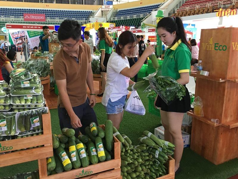Chợ phiên nông sản an toàn thu hút doanh nghiệp và người tiêu dùng
