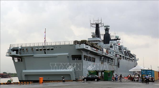 Tàu Hải quân Hoàng gia Anh cập cảng quốc tế TP. Hồ Chí Minh