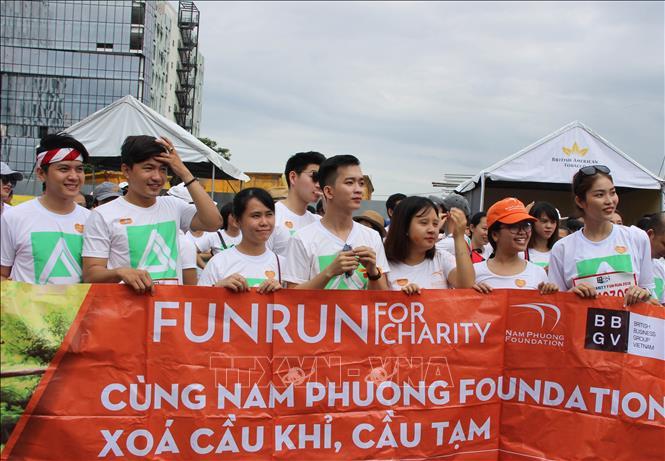 Hơn 10.000 người chinh phục đường chạy 5 km gây quỹ từ thiện