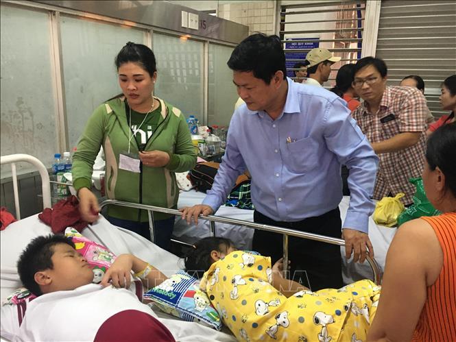 Lãnh đạo Thành phố Hồ Chí Minh thăm học sinh bị tai nạn trong vụ sập giàn giáo