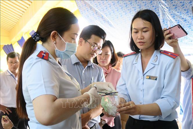 Kiểm tra công tác đảm bảo an toàn thực phẩm tại chợ truyền thống