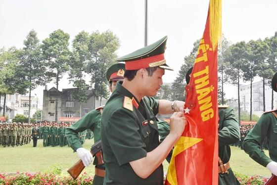Trung đoàn Gia Định đón nhận Huân chương Bảo vệ Tổ quốc hạng Ba