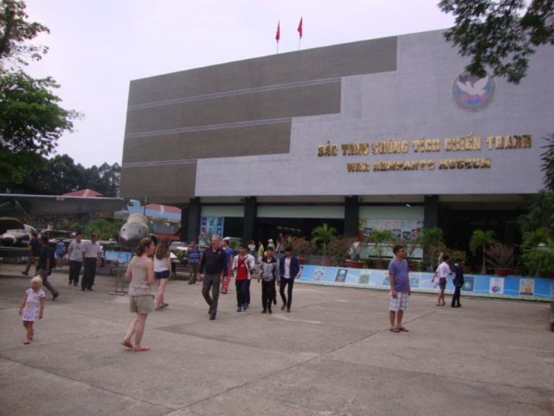 Thăm Bảo tàng Chứng tích chiến tranh