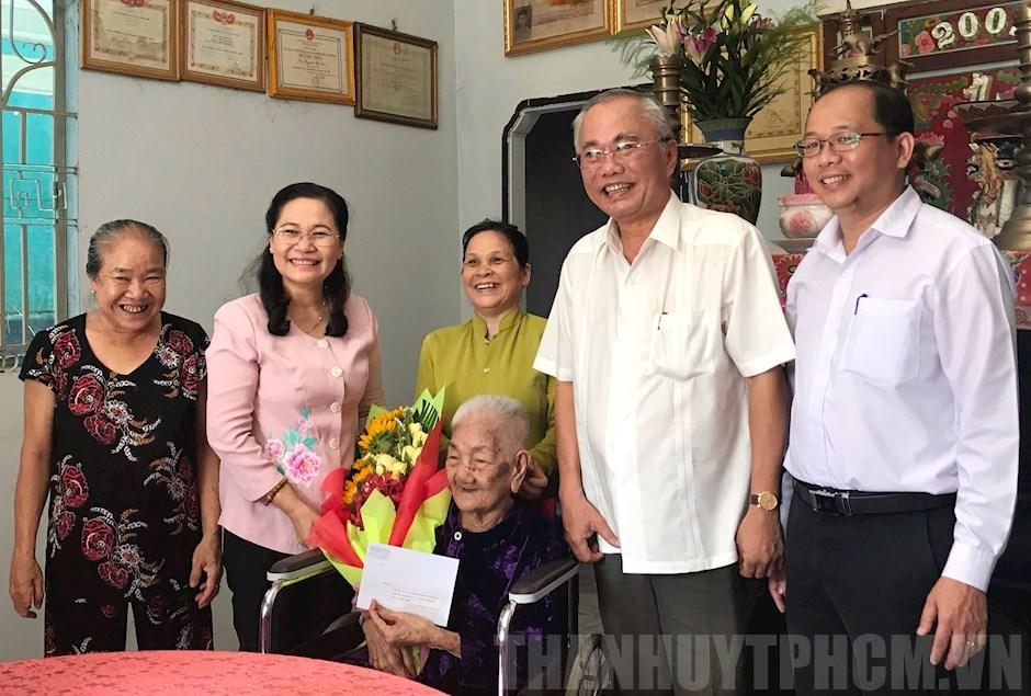 Lãnh đạo TPHCM thăm các cá nhân, gia đình có công với cách mạng