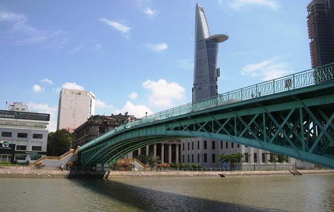 Những cây cầu trên thành phố mang tên Bác