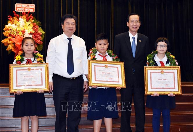 Tuyên dương, khen thưởng hơn 600 học sinh giỏi tiêu biểu